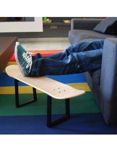 No comply Skateboard avec pieds du tabouret en métal et planche skate, naturel