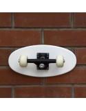 Perchero con eje y ruedas de skate Crooked, color blanco
