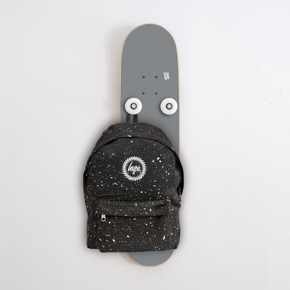 porte manteau vertical avec skate board est parfait pour. Black Bedroom Furniture Sets. Home Design Ideas