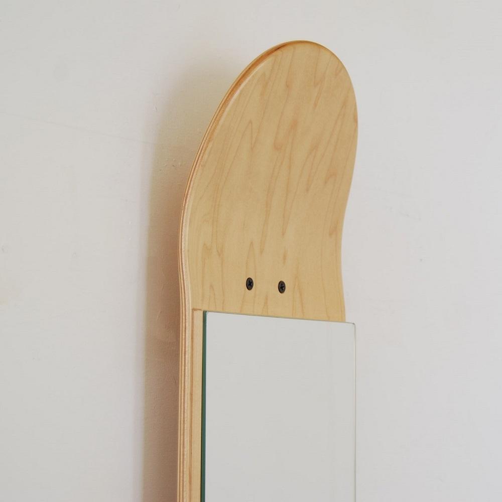 porte manteau vertical sur skateboard et skate miroir pour la d coration de votre maison. Black Bedroom Furniture Sets. Home Design Ideas