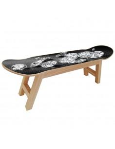 Mobilier Diamond avec skate deck pour une élégante salle de skateboard