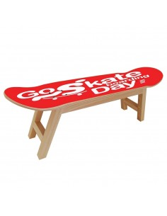 Célébration du GO SKATEBOARDING avec ce meuble pour skateurs.
