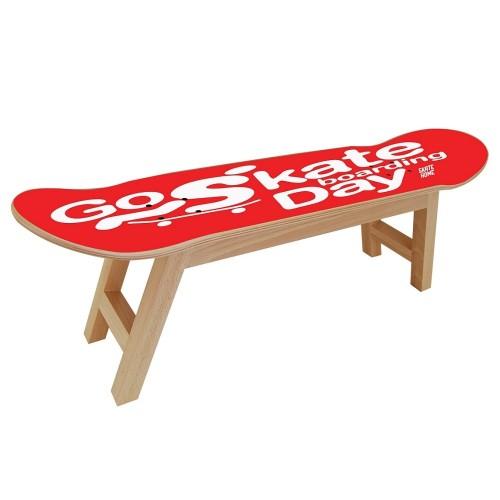 Celebracion del GO SKATEBOARDING con este mueble para skaters
