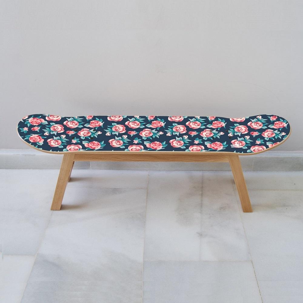kleine rosen auf skateboard m beln. Black Bedroom Furniture Sets. Home Design Ideas