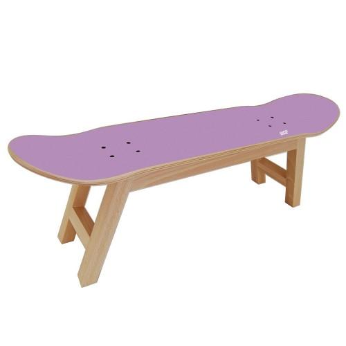 Skate room avec ce tabouret avec skateboard deck.