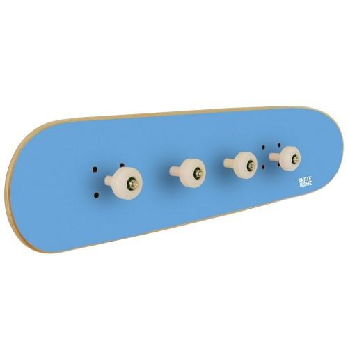 Garderobe um einem Skateboard-Enthusiasten