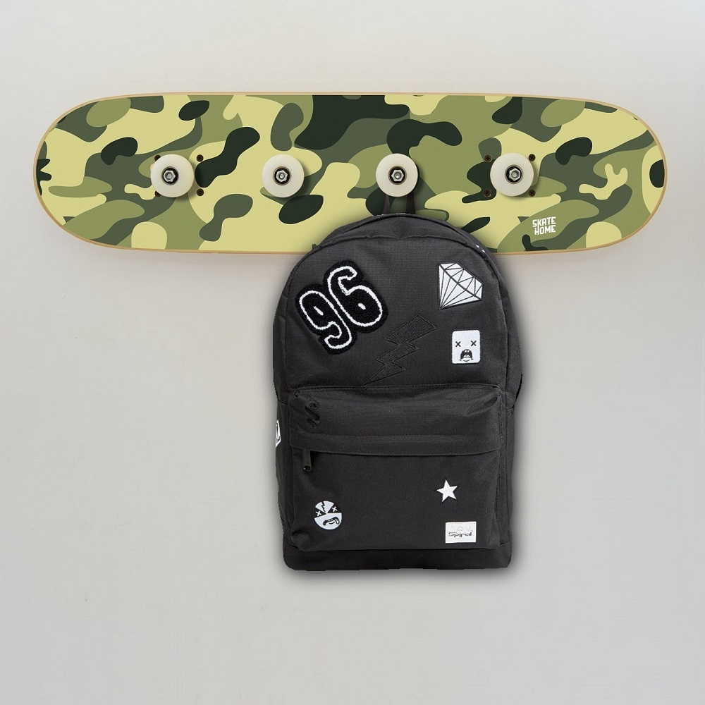 Perchero de skate en camuflaje muebles originales para ni os for Muebles originales para ninos