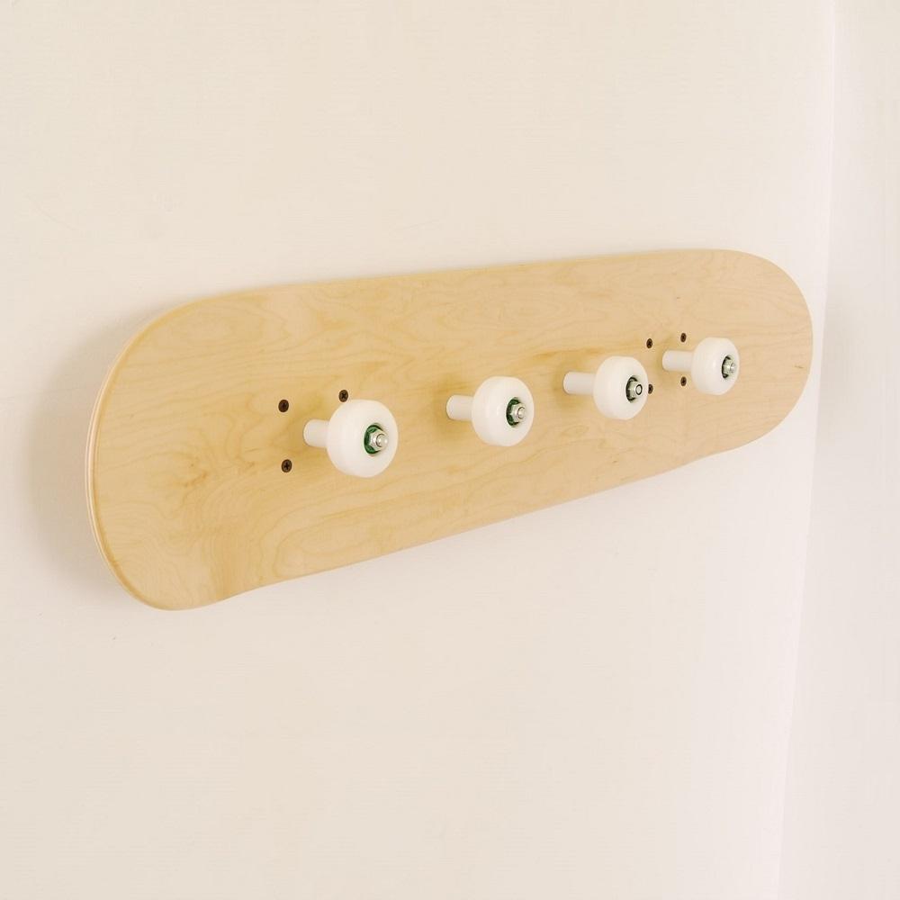 porte manteau avec planche de skate pour amateurs de skate. Black Bedroom Furniture Sets. Home Design Ideas