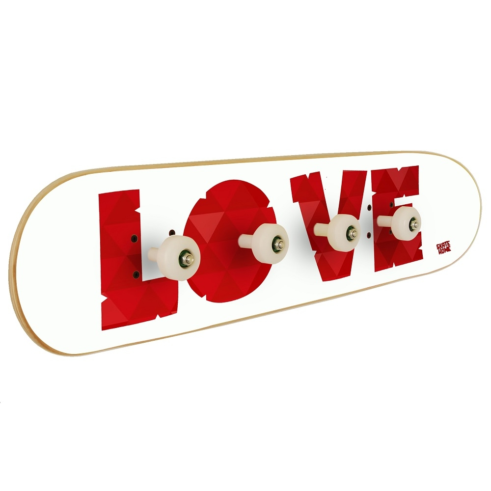 porte manteau de skate avec le mot love. Black Bedroom Furniture Sets. Home Design Ideas