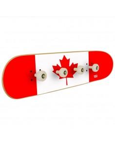 Bandera de Canada en perchero de pared para la decoración de una habitación skate.