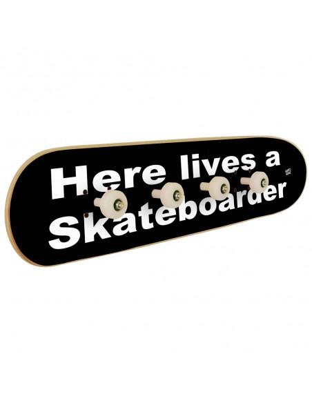 Perchero Monopatín - Here lives a skateboarder