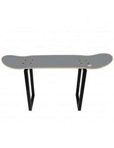 Banco con tabla de monopatín para una buena idea de regalo skate