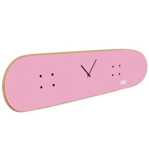 Idée cadeau pour fille skater avec cette horloge murale rose