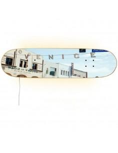 Lámpara skate inspirada en las playas de Venice Beach