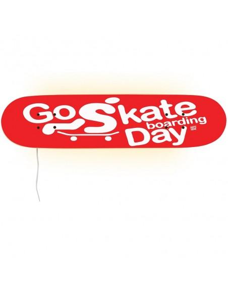 Go Skateboarding Day, lámpara Rojo