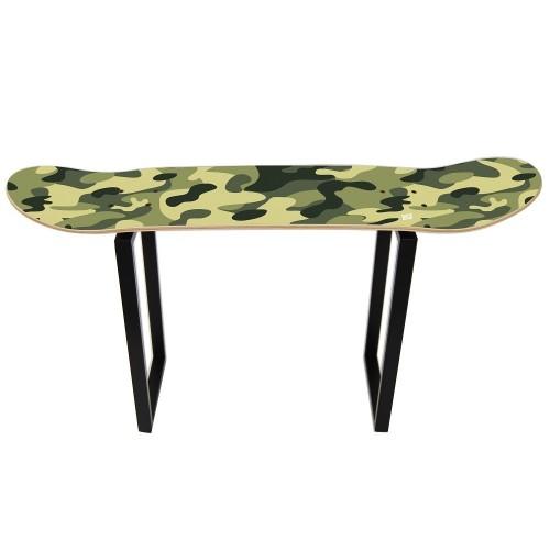Perfekte Sitzbank für einen Skaterraum mit Camo Design