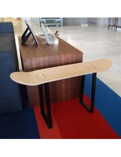 Geschenke für Skateboard-Liebhaber mit Bank mit Skate gemacht
